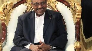 Si Khartoum durcit le ton, c'est sans doute qu'Omar el-Béchir s'est senti pousser des ailes après la décision de la CPI de suspendre son enquête sur les crimes commis au Darfour, faute de soutien de la part du Conseil de sécurité.