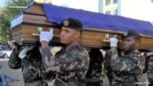 Cerimónia de militares nas ilhas de Santiago e de Santo Antão, dia 28 de abril 2016