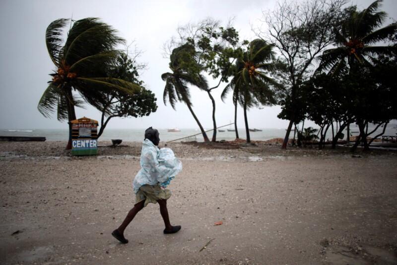 Matthew dejó sus primeras víctimas en Haití y amenaza a Cuba.