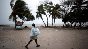 Estima-se que, no Haiti, pelo menos 108 pessoas morreram e cerca de 128 mil foram levadas para um abrigo provisório.