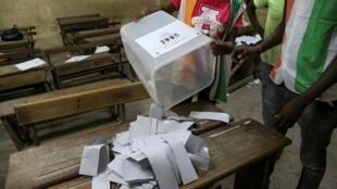 En Côte d'Ivoire, après le scrutin présidentiel du 31 octobre 2020, l'heure est au comptage des voix.