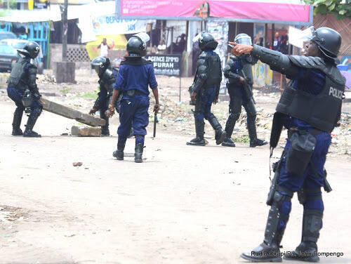 Polisi wakipambana na waandamanaji wa upinzani jijini Kinshasa