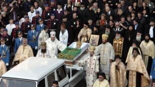Les funérailles du patriarche Pavle, chef spirituel de l'Eglise orthodoxe serbe.