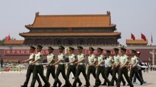 Công an vũ trang tại Quảng trưởng Thiên An Môn, Trung Quốc.
