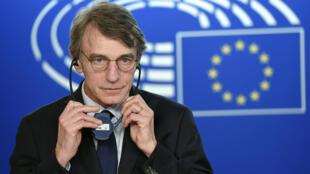 El presidente del Parlamento Europeo, David-Maria Sassoli, habla durante una conferencia de prensa antes de la apertura de la sesión plenaria del Parlamento Europeo en la sede del organismo en Estrasburgo, este de Francia, el 14 de diciembre de 2020.