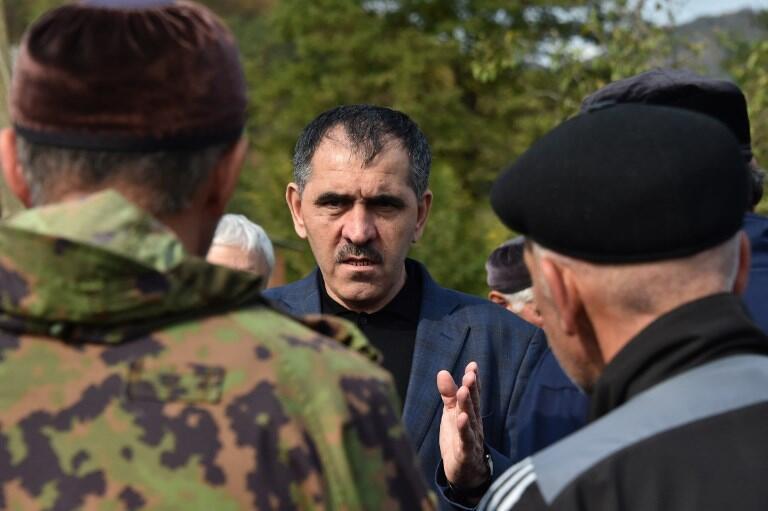 Президент Ингушетии Юнус-Бек Евкуров на встрече с жителями села Даттых на ингушско-чеченской границе, 10 октября 2018.