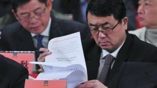 2012年1月7日,王立军作为重庆副市长在一次重庆政协会议上宣读文件。