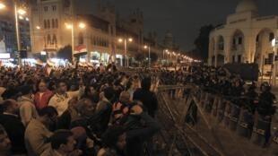 Manifestação em frente ao palácio presidencial no Egito