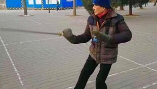 正在锻炼身体的前中共中央总书记赵紫阳的得力助手-鲍彤