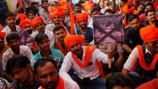 Des membres de la communauté rajputs manifestent contre la sortie du film Padmavati le 20 novembre à Bombay.