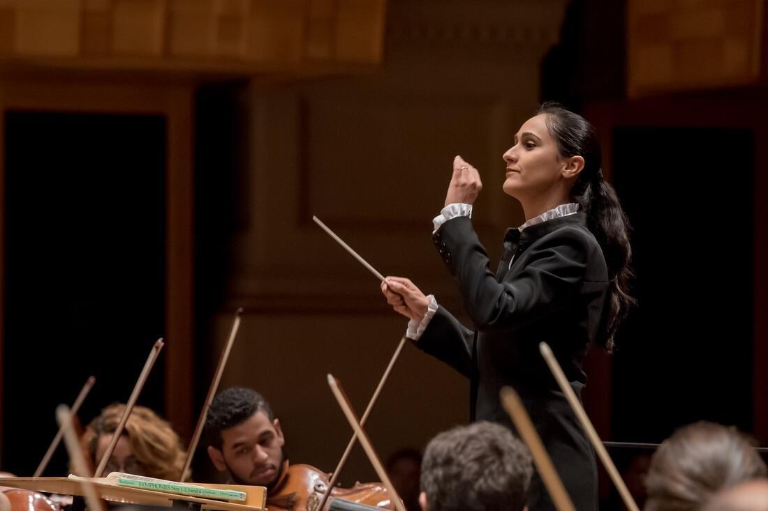 A regente Simone Menezes foi uma das 3 finalista europeias do concurso mundial Mawoma (Music And WOmen MAestra).