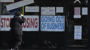 Comme ici, dans l'Illinois de nombreux commerces ont été contraints de fermer aux États-Unis en raison de la pandémie de coronavirus.