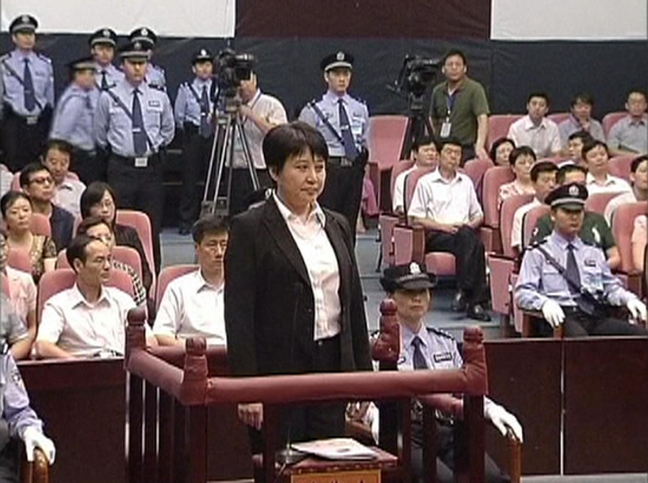 Bà Cốc Khai Lai trong phiên xử tại Hợp Phì, tỉnh An Huy (REUTERS)