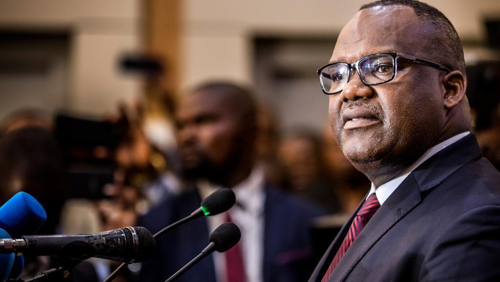 Presidente da Comissão eleitoral na RDC, anunciando que não há publicação dos resultados das presidenciais que estava prevista para este domingo.