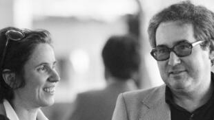 Beate et Serge Klarsfeld à l'aéroport de Roissy, en 1982, après que Serge, traquant l'ex-SS Alois Brunner, s'est fait refuser l'entrée en Syrie.
