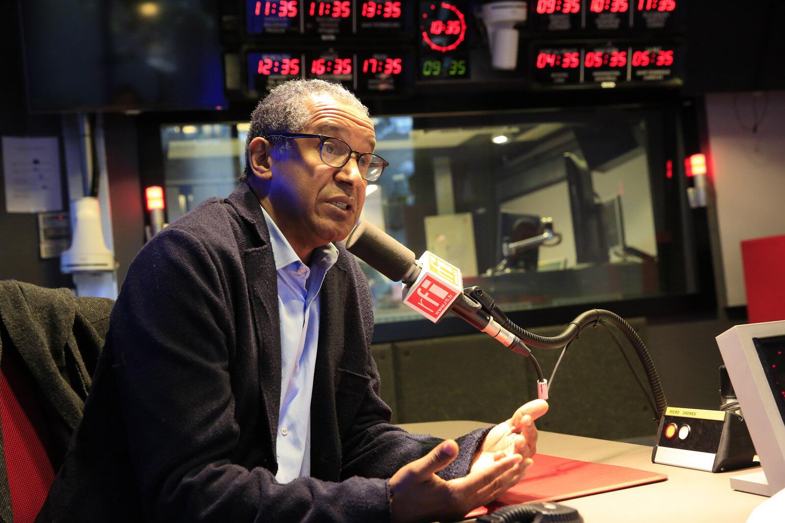 Abderrahmane Sissako speaking to RFI
