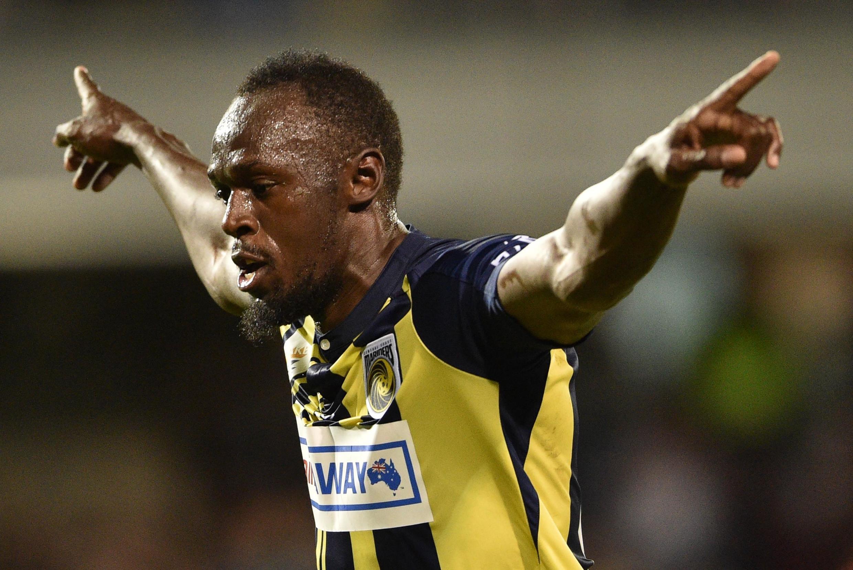 L'ancien roi du sprint Usain Bolt célèbre son but marqué pour le club australien de football Central Coast Mariners, le 12 octobre 2018 à Sydney.