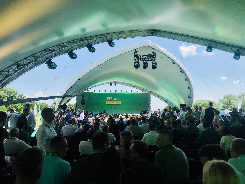 Скромностью и демократичностью съезд «Слуги народа» не отличался