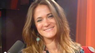 Leonor Harispe en los estudios de RFI