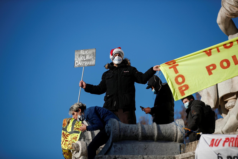 2020-11-28T131640Z_2021169099_RC2DCK97K99P_RTRMADP_3_FRANCE-SECURITY-PROTESTS