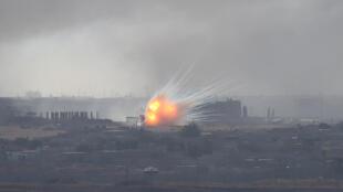 Explosões na cidade síria de Ras Al Aïn na fronteira com Turquia onde há combates entre turcos e curdos