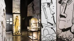 Scénographie de l'exposition « Hugo Pratt, lignes d'horizons » au musée des Confluences.