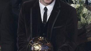 O jogador argentino Lionel Messi, do Barcelona, consacrado nesta segunda-feira como o melhor jodar do mundo pela FIFA, pela quinta vez consecutiva.