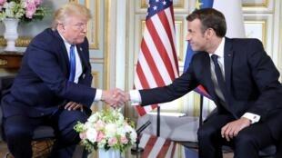 法国总统马克龙与美国总统特朗普会晤。