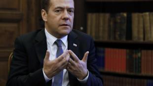 O primeiro-ministro da Rússia, Dmitry Medvedev afirma que o mundo está entrando em nova guerra fria.