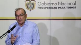 O líder do governo colombiano para as negociações com as Farc, Humberto de la Calle, durante coletiva de imprensa em Havana nesta quarta-feira, 28 de agosto de 2013.