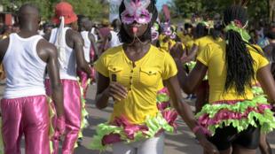Carnaval nas ruas de Quelimane, em Moçambique.