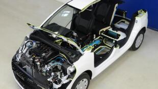 Protótipo do Citroen C3 híbrido a gasolina e ar comprimido, que gasta menos de três litros por 100 km nas cidades.