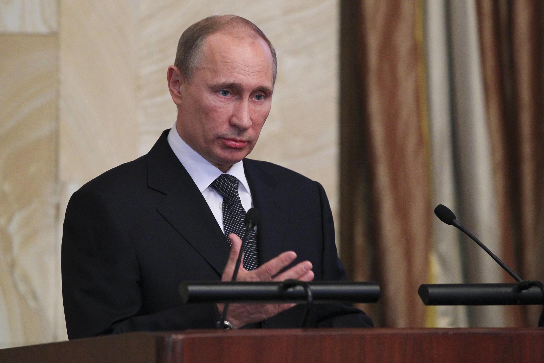 Tổng thống Nga Vladimir Putin ra lệnh cho thành viên chính quyền đóng các tài khoản ở nước ngoài (Reuters / RIA Novosti)