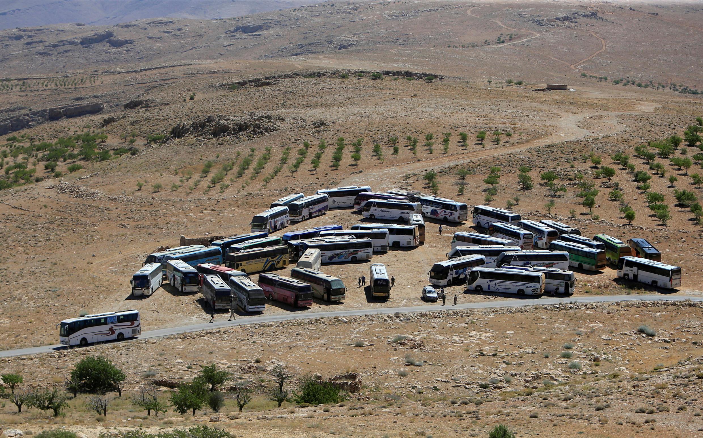 Mabasi yanayotarajia kuwasafirisha wapiganaji wa kundi la zamani la al-Nosra Front yaliwasili kwenye mpaka kati ya Lebanon na Syria, Jumatatu, Julai 31.