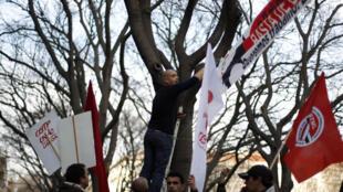 Manifestación en Lisboa contra las políticas laborales del gobierno y el desempleo, el 25 de enero de 2012.