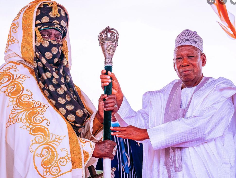 Emir of Kano Aminu Ado Bayero receiving staff of office from Governor Abdullahi Umar Ganduje
