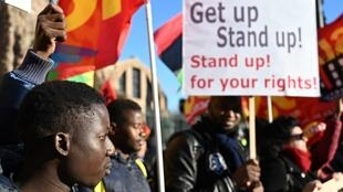 Le mot d'ordre du cortège était «Get up, Stand up, Stand up for your rights», du titre de la célèbre chanson de Bob Marley.