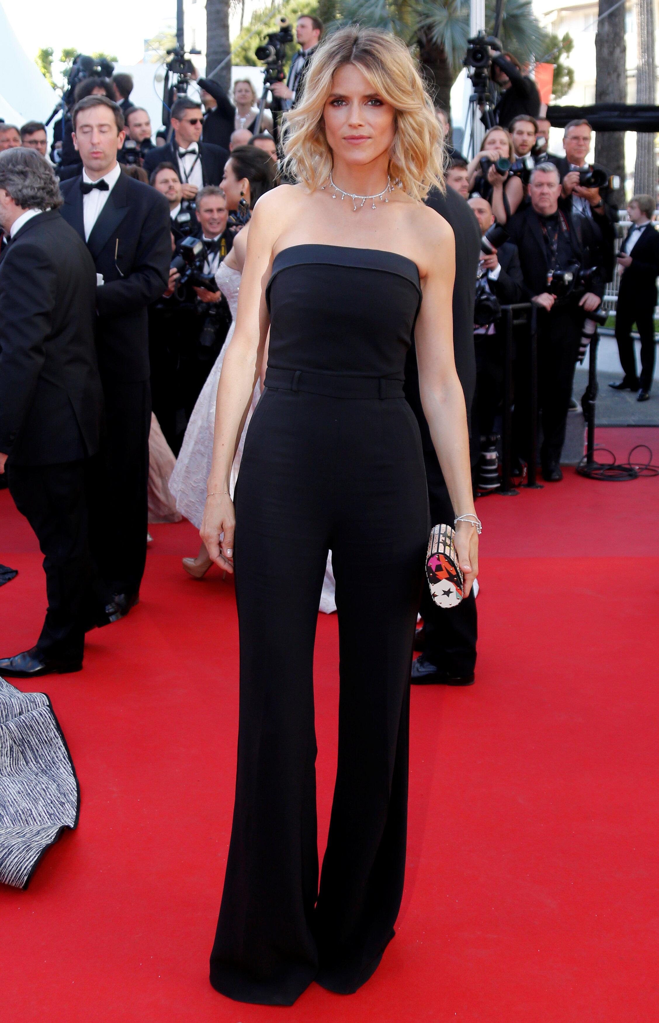 Актриса Алис Тальони, подруга популярного французского телеведущего Лорана Делаусса, в черном