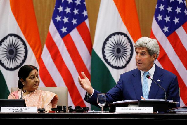 Ngoại trưởng Mỹ John Kerry (phải) trong cuộc họp báo tại New Delhi, cùng với đồng nhiệm Ấn Độ Sushma Swaraj, ngày 30/08/2016.