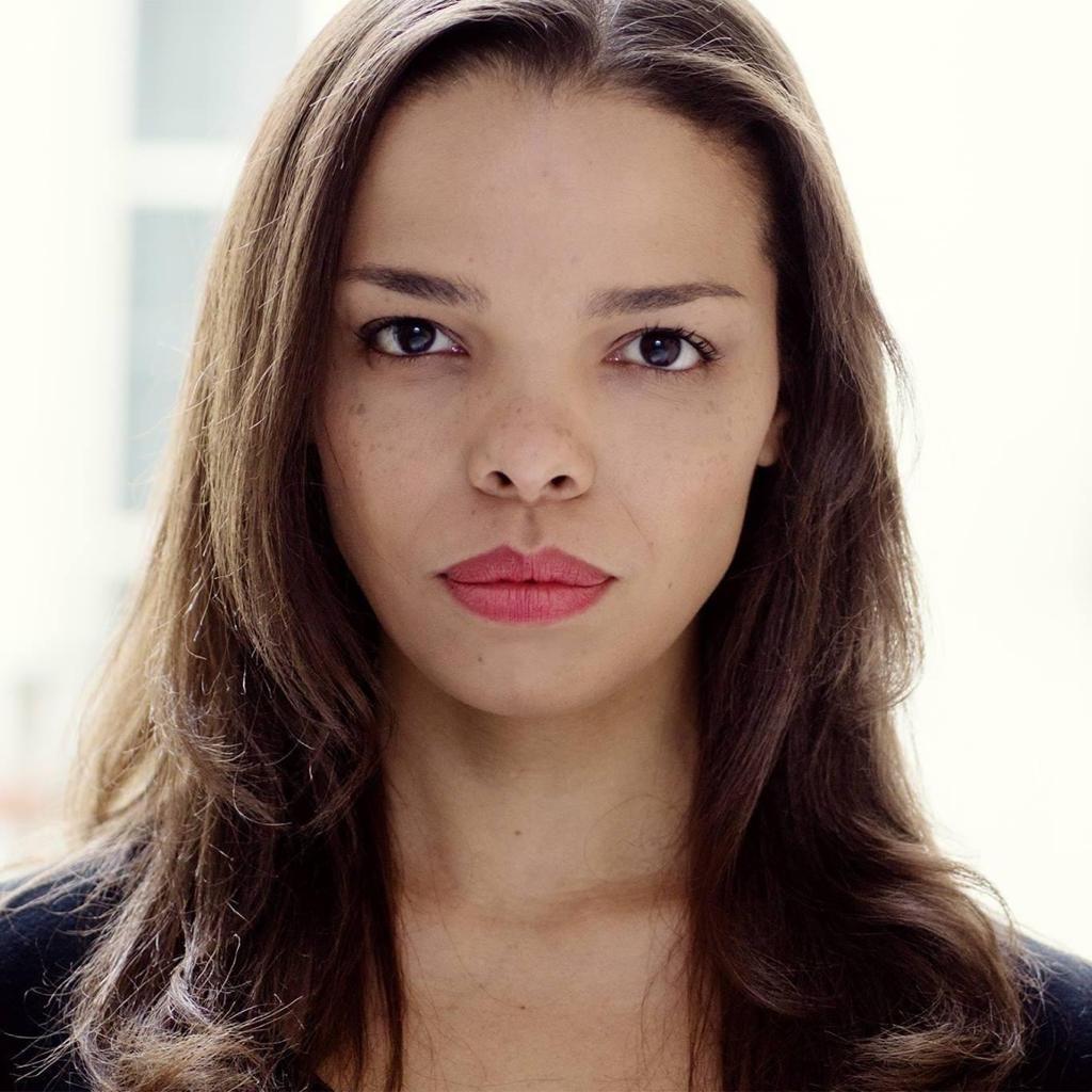 A ex-bailarina clássica e atriz brasileira radicada na França, Thaís Sobreira.