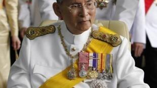 Vua Thái Lan Bhumibol Adulyadej rời bệnh viện Siriraj Hospital, Bangkok, ngày 05/12/2012