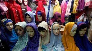 O Tribunal de Justiça da União Europeia considerou que, sob certas condições, as empresas podem proibir o uso de símbolos religiosos ostensivos durante o expediente de trabalho.