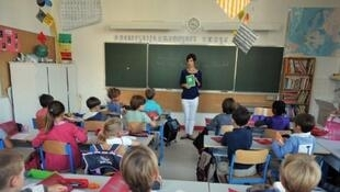 Des élèves dans une classe de l'école Harouys à Nantes, le 5 septembre 2011. 16 000 postes ont été supprimés dans l'Education nationale, faisant craindre pour la qualité de l'encadrement des élèves, notamment de ceux en difficulté.