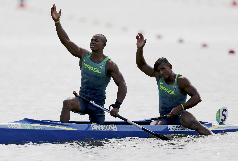 Erlon de Souza Silva e Isaquias Queiroz Dos conquistaram a prata na Lagoa Rodrigo de Freitas.