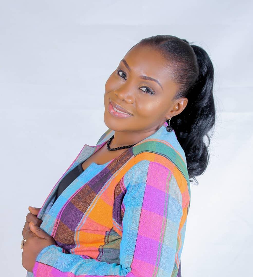 Mariam Inna KANOUTE ale ye hadamadenw yɛrɛ ka bɔɲɔgɔna kalanbaga ye, n'a bɛ fɔ o ma ko Coach de développement personnel.