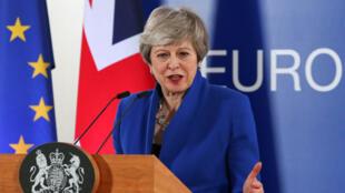 Primeira-ministra britânica Theresa May no final da Cimeira Europeia desta Quarta-feira 10 de Abril à noite.