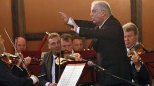 Le chef d'orchestre Daniel Barenboim, lors d'un concert pour la paix, à Gaza, le 3 mai 2011.