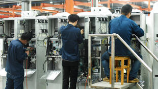 dans la province du Zhejiang, les radiateurs ne peuvent être allumés que quand les températures descendent en dessous de 3 dégrés. (Image d'illustration: des employés d'une société de Hangzhou, en Chine)