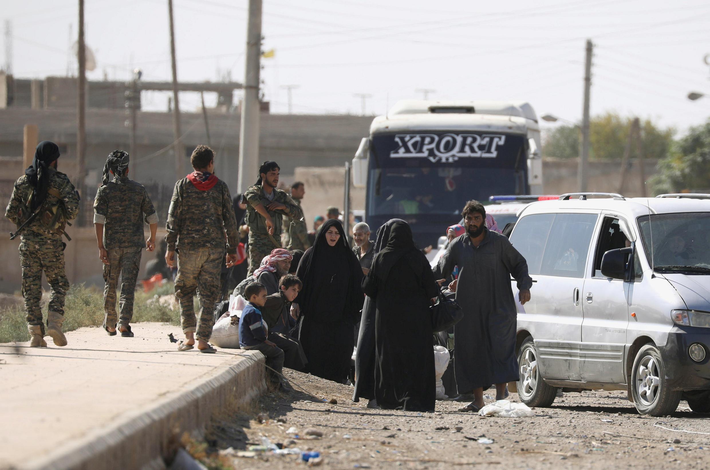 Thường dân trên đường chạy khỏi Raqqa, Syria, ngày 16/10/2017.