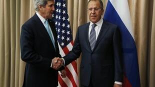 2014年4月17日日内瓦协议签订时的美国国务卿克里与俄国外长拉夫罗夫。